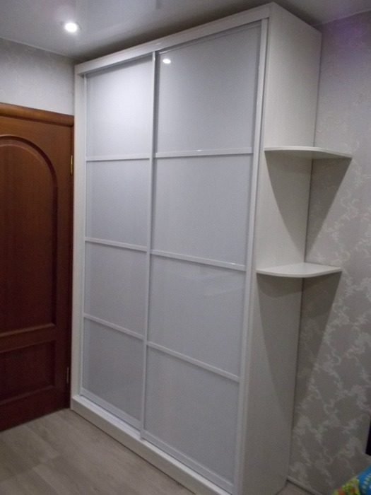 Белые шкафы-купе-Шкаф-купе из стекла Лакобель «Модель 77»-фото1