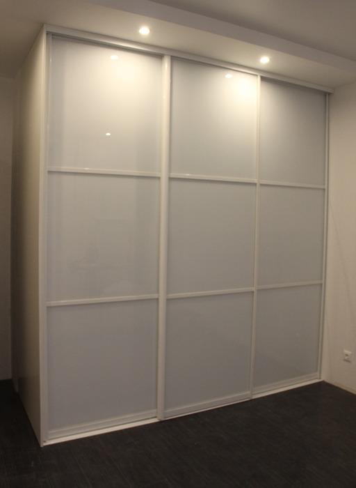 Белые шкафы-купе-Шкаф-купе из стекла Лакобель «Модель 17»-фото1