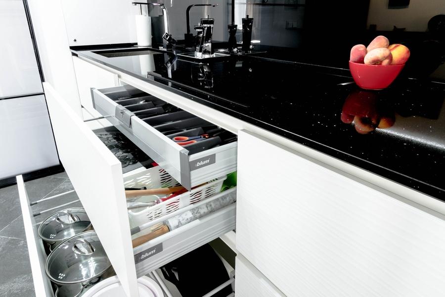 Белый кухонный гарнитур-Кухня из пластика «Модель 343»-фото3